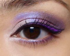 Graphic Winged Liner Tutorial: Tricky to do but makes quite a statement!