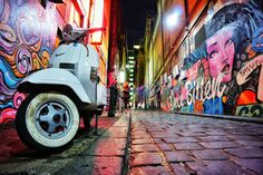Hosier Lane Street Art is the most viewed and admired lanes for the Melbourne Graffiti scene. Even if you are not a lover or connoisseur of street art you can't Street Art Melbourne, Melbourne Graffiti, Street Mural, Street Art Graffiti, Pavement Art, Vespa Px, Urban Painting, Mural Art, Rue