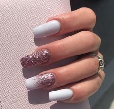Prized by women to hide a mania or to add a touch of femininity, false nails can be dangerous if you use them incorrectly. Types of false nails Three types are mainly used. Aycrlic Nails, Love Nails, Fun Nails, Manicure, Coffin Nails, Stylish Nails, Trendy Nails, White Nail Designs, Nail Art Designs
