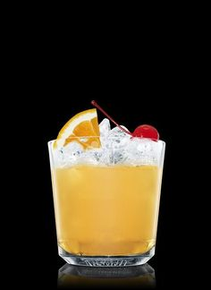 Di Saronno Punsch - Encher uma coqueteleira com cubos de gelo. Adicionar amaretto, bebida tipo bitter, suco de limão, suco de laranja, curaçao de laranja e suco de abacaxi. Agitar e coar em um copo rocks resfriado cheio de cubos de gelo. Completar com água com gás. Decorar com uma cereja marrasquino e laranja. 4 Partes de Suco de Limão, 4 Partes de Suco de laranja, 4 Partes de Suco de abacaxi, 3 Partes de Amaretto, 1 Um pouco de Curaçao de laranja, 1 Dash de Bebida tipo Bitter, Água com…