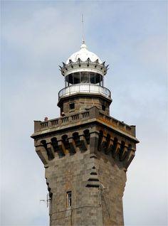 Mais du haut de ses soixante-cinq mètres , le phare d'Eckmühl domine le pays bigouden.           IMG_3319                    Son oeil perçant peut sonder l'horizon jusqu'à environ  quarante- trois kilomètres . Son oeil perçant peut sonder l'horizon jusqu'à environ  quarante- trois kilomètres .