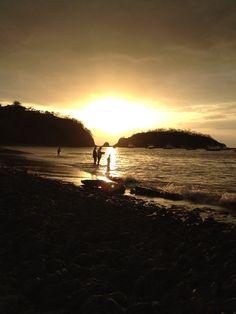 Tres generaciones, atardecer playa del Coco, Guanacaste, Costa Rica