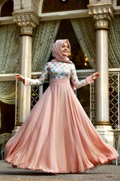 I love the colours of this dress. Its so pretty and flowy. Peach love <3
