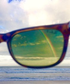 A rainbow that's only visible because of the polarisation filter in sunglasses. | 29 Cool Photos Of Things You'd Never Expect To See