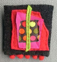 Broche. Composition textile de couleurs pétillantes. par VeronikB