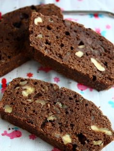 Banana bread with chocolate and walnuts - Francesca Cooks - Banana bread with chocolate and walnut flour replaced by buckwheat o. Cake Vegan, Healthy Cake, Healthy Baking, No Bake Chocolate Cake, Gluten Free Chocolate, Sweet Recipes, Cake Recipes, Snack Recipes, Baked Banana