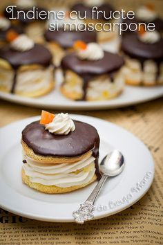 Din bucătăria mea: Indiene cu fructe si mascarpone Romanian Desserts, Romanian Food, Sweets Recipes, Easy Desserts, Cake Recipes, Best Pastry Recipe, Ice Cream Desserts, Pastry Cake, Sweet Cakes