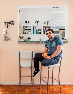 Apartamento pequeno de 46m² decorado com criatividade e bom humor