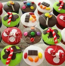 """Oii Gurias!! Hoje estou aqui para fazer o post sobre """"AFantásticaFabrica de Chocolate"""",um tema que toda Chocólatraama(tipo eu rsrs).Bom não é tãodifícil&nb… Willy Wonka, Doughnut, Pudding, Baking, Cake, Party, Desserts, Chocolates, Food"""