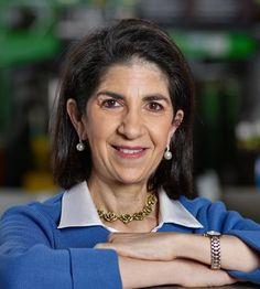La física de partículas Fabiola Gianotti (1960-) nació un 29 de octubre