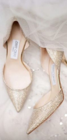 The perfect gold shimmer shoes for the love of gold weddings, yes?