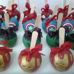 Super hero candy apple guest favors or for the Sweets table Oreos, Cake Pops, Carmel Candy, Disney Candy, Gourmet Candy Apples, Birthday Candy, Apple Crisp Recipes, Superhero Cake, Caramel Apples