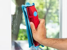 Cleaning Spray, Cleaning Hacks, Sliding Windows, Fade Out, Rare Earth Magnets, Window Cleaner, Wash N Dry, Window Design, Gliders