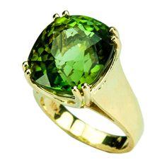 Beautiful Peridot Solitaire Gold Ring