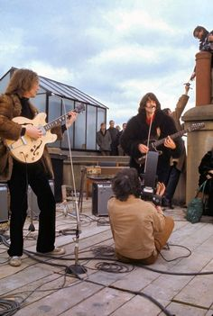 The history of The Beatles – albums, singles, life events of John Lennon, Paul McCartney, George Harrison and Ringo Starr. The Beatles, Foto Beatles, Beatles Photos, Beatles Art, George Harrison, Paul Mccartney, John Lennon, Ringo Starr, Great Bands