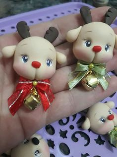 Christmas Craft: Bead and Pipe Cleaner Ornaments Polymer Clay Ornaments, Cute Polymer Clay, Fimo Clay, Polymer Clay Projects, Polymer Clay Creations, Xmas Ornaments, Crea Fimo, Polymer Clay Christmas, Clay Figurine