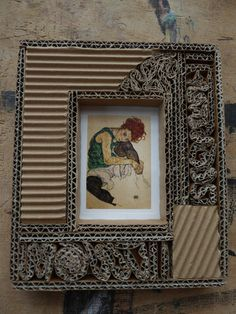 PETIT TABLEAU de Sylvette Cardboard Crafts Kids, Cardboard Frames, Cardboard Paper, Cardboard Furniture, Paper Crafts, Paper Clay, Diy Crafts To Do, Frame Crafts, Rock Crafts