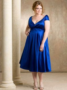 Best_plus-size_wedding-dresses_blue-sapphire_cup-sleeves_