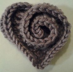 Crochet Heart - Tutorial - This would be a cute embellishment for a hat.