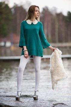 Her White Tights look soooo sexy on her Leggs.I would LOVE to lick her sexy legs up and down. Pantyhose Outfits, Pantyhose Fashion, Fashion Tights, Cozy Fashion, In Pantyhose, Fashion Outfits, Colored Tights Outfit, White Tights, Socks