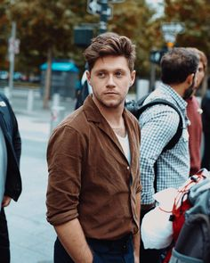 Shared by Directioner. Find images and videos about one direction, niall horan and niall on We Heart It - the app to get lost in what you love. Liam Payne, Four One Direction, One Direction Pictures, Direction Quotes, Zayn Malik, Naill Horan, Niall Horan Hair, Niall Horan Photoshoot, Irish Boys