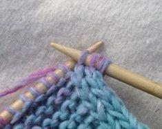 Für Traudel und Sabine ;-) Eine I-Cord-Blende zu stricken ist nicht schwer und eine schöne Einfassung. Auf eine Rippe im Kraus-Rechts-Ges...