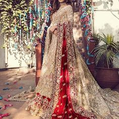 Super Bridal Lengha Sikh Wedding Outfits Ideas You will find different rumors about the annals of the marriage … Asian Bridal Dresses, Beautiful Bridal Dresses, Asian Wedding Dress, Indian Bridal Outfits, Pakistani Wedding Outfits, Pakistani Bridal Dresses, Pakistani Wedding Dresses, Indian Dresses, Bridal Lehenga
