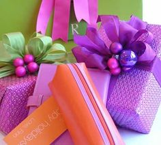 carolyne+roehm+gift+wrap | Carolyne Roehm giftwrap...love the balls and ribbon