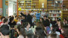 """Espectáculo poético «A poesía é un globo», de Fran Alonso, na versión """"Poetízate"""" no IES Alexandre Bóveda, Vigo, 2014.  http://biblioboveda.blogspot.com.es/2014/03/poetizate-con-fran-alonso.html"""