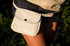 White Snow with Lid - The ideal fashion bumbag for festivals and traveling. Handmade from genuine leather. Festivals, Traveling, Snow, Leather, How To Wear, Handmade, Bags, Accessories, Design