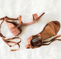 New Blog Post on 'the mid heel, again' http://footprintsinflorence.blogspot.com.au/2016/12/the-mid-heel-again.html Have a peak. #footprintsinflorence #themidheel #sandal #midheelsandal