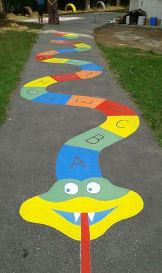 Cobra com letras Au second p ze brosser vos dings and dents, c'est toujours the Kids Backyard Playground, Preschool Playground, Playground Games, Backyard For Kids, Preschool Crafts, Preschool Activities, Diy For Kids, Playground Painting, Kindergarten Design