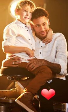 Father and son Neymar Jr, Bae, World Library, Rich Kids, Father And Son, Football Players, Messi, Gorgeous Men, Sons