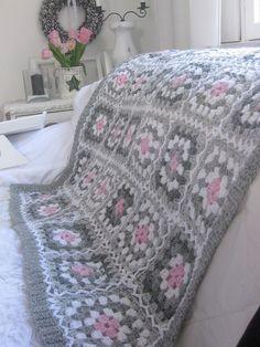 Интерьер финского дома Crochet Granny Square Afghan, Baby Afghan Crochet, Crochet Quilt, Crochet Blocks, Granny Square Crochet Pattern, Afghan Crochet Patterns, Crochet Squares, Crochet Elephant Pattern, Hand Knit Blanket