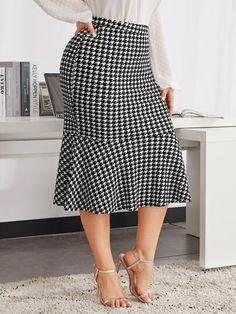 Plus Ruffle Hem Houndstooth Skirt Houndstooth Skirt, Types Of Skirts, New Fashion, Womens Fashion, Plus Size Skirts, Lingerie Sleepwear, Autumn Summer, Plus Size Women, Plus Size Fashion