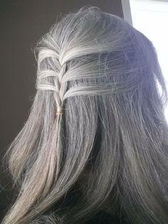 Grupo cerrado: Going Gorgeously Gray! https://www.facebook.com/groups/160203277333108/permalink/743795245640572/
