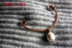 FALL_6. Spilla in rame lavorato a mano con perla di fiume