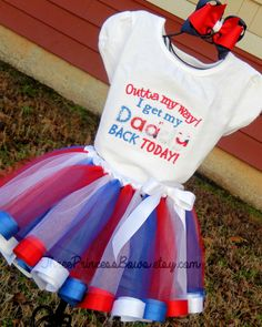 Military Child Daddy coming home Ribbon Tutu by ThreePrincessBows,My son in law inout of the country, mygrandaughters will love this dress. Military Welcome Home, Welcome Home Soldier, Welcome Home Daddy, Welcome Home Parties, Military Homecoming Signs, Homecoming Outfits, Army Life, Army Mom, Military Life