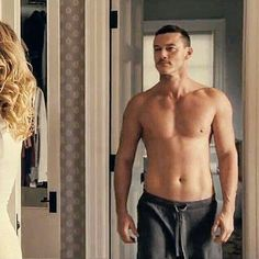 Luke Evans - The Girl on the Train Luke Evans - The Girl on the Train Hommes Sexy, Hot Actors, Raining Men, Avan Jogia, Taylor Kitsch, Ryan Guzman, Our Lady, Karl Urban, Perfect Man