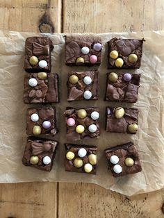 Peanut Butter Millionaire's Shortbread Chocolate Bowls, Easter Chocolate, Chocolate Desserts, Easy Desserts, Delicious Desserts, Dessert Recipes, Recipes Dinner, Cake Recipes, Brunch