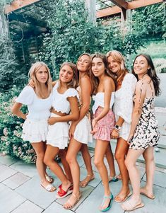 Cute Preppy Outfits, Preppy Girl, Cute Summer Outfits, Cute Friend Pictures, Best Friend Photos, Best Friend Goals, Birthday Girl Pictures, Best Friend Photography, Friend Poses
