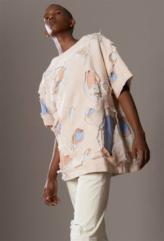 We take a closer look at the S/S 2015 collection of London-based menswear designer Alex Mullins, which looked to carefully destroyed denim in sun-bleached shades of peach, pink and sand. Fashion Art, Fashion Beauty, Mens Fashion, Fashion Design, Fashion Trends, Mode Masculine, Vetements Clothing, Fabric Manipulation, Fashion Details