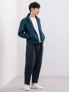 Discover the new selection of Outerwear at UNIQLO online. Uniqlo Outfit, Uniqlo Style, Geek Underwear, Uniqlo Men, Fashion Poses, Fashion Lookbook, Kids Outfits, Guy Outfits, Uniqlo Fashion