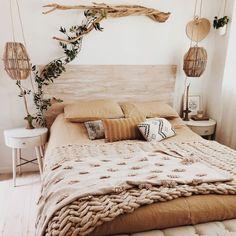 Comment créer plus hygge dans votre vie/ collab w/ honeyandgarden kim egel Room Ideas Bedroom, Home Decor Bedroom, Bedroom Designs, Bedroom Wall, Boho Bedroom Diy, Brown Bedroom Decor, White Room Decor, Bedroom Romantic, Bedroom Interiors