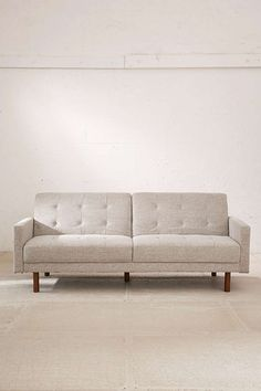 Fin sofa - endda en sovesofa. Berwick Mid-Century Sleeper Sofa - Urban Outfitters