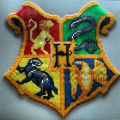 Hogwarts crest - harry potter hama beads by eltallerdekurisu. Perler Bead Designs, Hama Beads Design, Pearler Bead Patterns, Perler Patterns, Harry Potter Crest, Harry Potter Diy, Pixel Art, Harry Potter Perler Beads, Baby Elefante