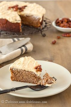 Gluten Free Banana Cake with Cinnamon Cream Cheese Frosting & Salted Honey Pecans via  @Delicieux www.ledelicieux.com