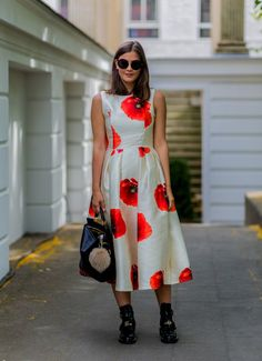 Pin for Later: 43 Chic Summer Outfits That Are Perfect For 30-Somethings A pretty poppy-print dress