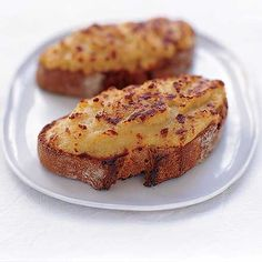 Welsh Rarebit |    Le Welsh Rarebit est un plat Anglais, fait dun mélange de fromage fondu et dautres ingrédients. Le tout est servi sur des tranc...