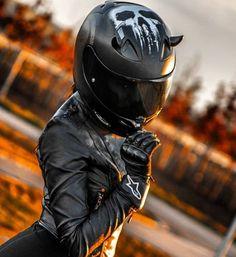 54 Super Ideas For Motorcycle Girl Helmet Black Biker Helmets, Womens Motorcycle Helmets, Motorcycle Bike, Lady Biker, Biker Girl, Motorbike Girl, Girl Bike, Biker Chick, Street Bikes